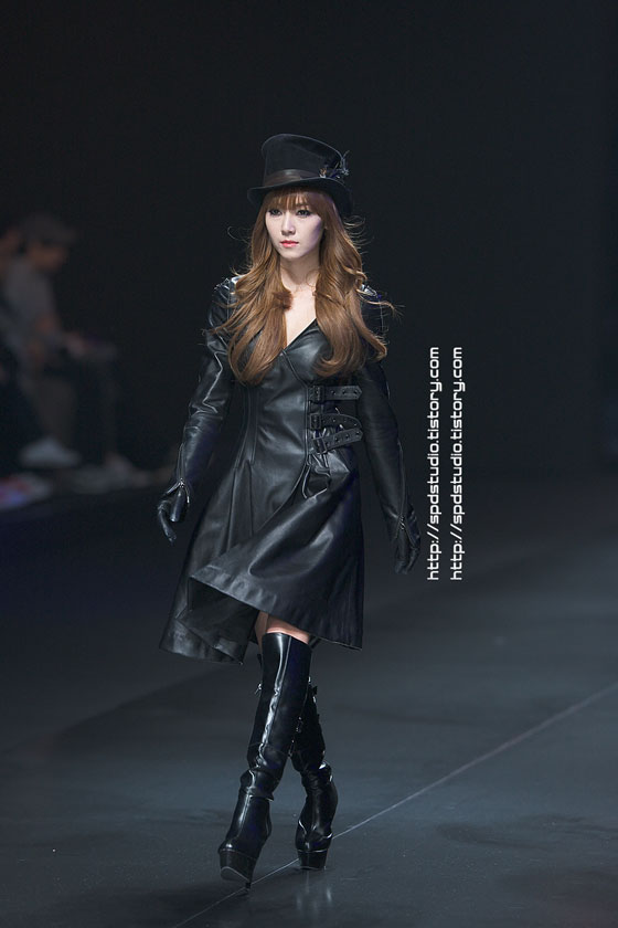 SNSD Jessica catwalk at Seoul Fashion Week