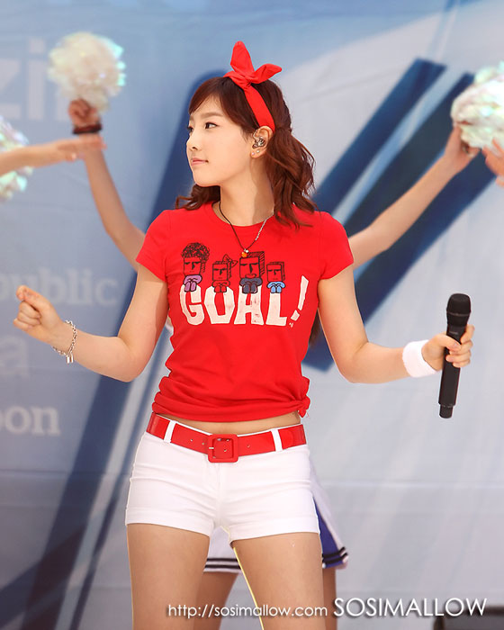 Taeyeon at World Cup concert 2010