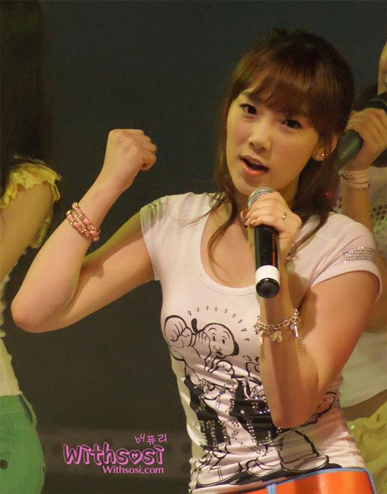 SNSD Taeyeon Myongji University Festival 2009