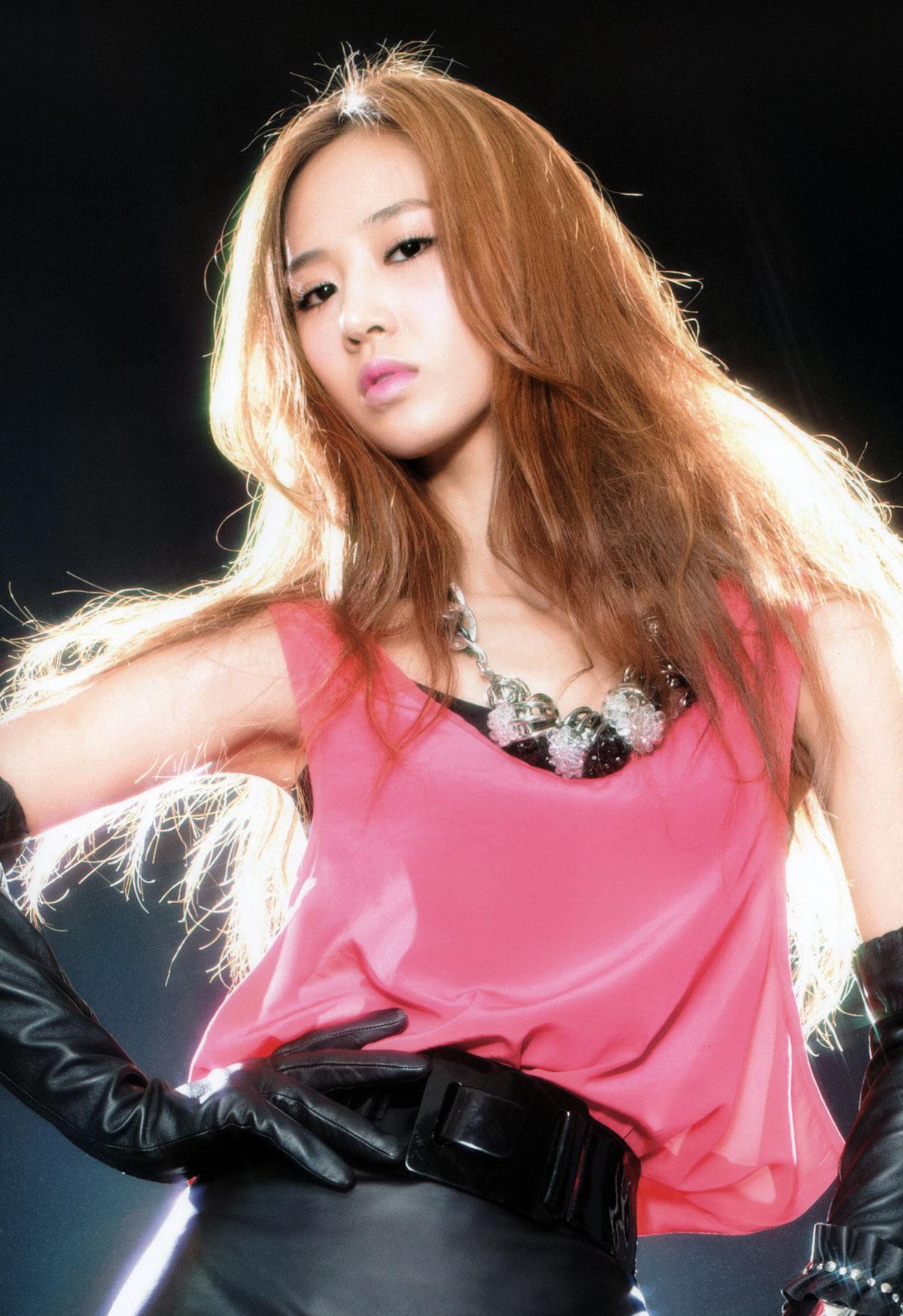 Yuri Girls Generation 2011 Tour brochure
