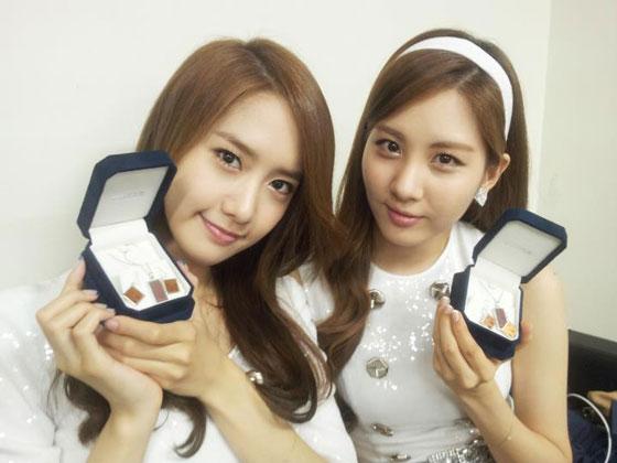 SNSD Yoona and Seohyun Intel jewelry