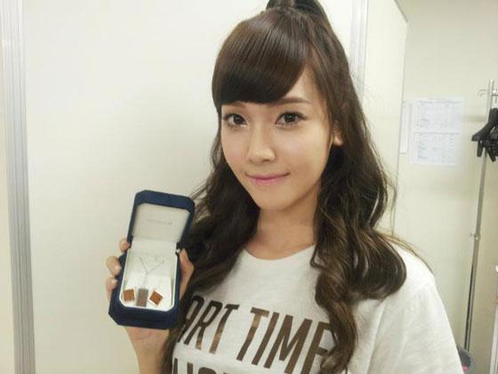 SNSD Tiffany and Hyoyeon Intel jewelry