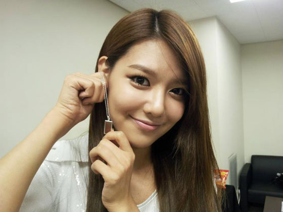 SNSD Sooyoung Intel jewelry