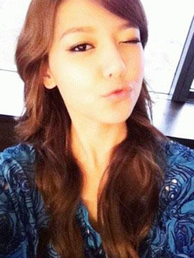 SNSD Sooyoung 4th anniversary selca