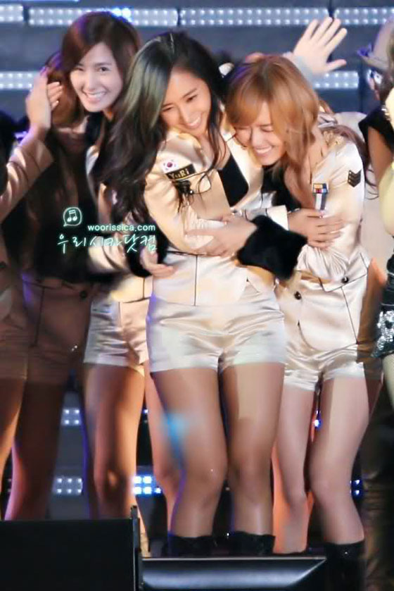 SNSD couple hugs and love