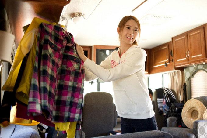 YoonA rock climbing at Bishop