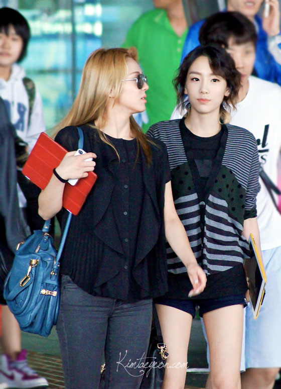SNSD Taeyeon and Hyoyeon back from Taiwan