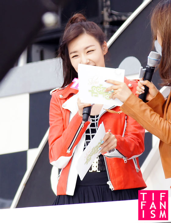 SNSD Yuri and Tiffany at MBC F1 Grand Prix Concert