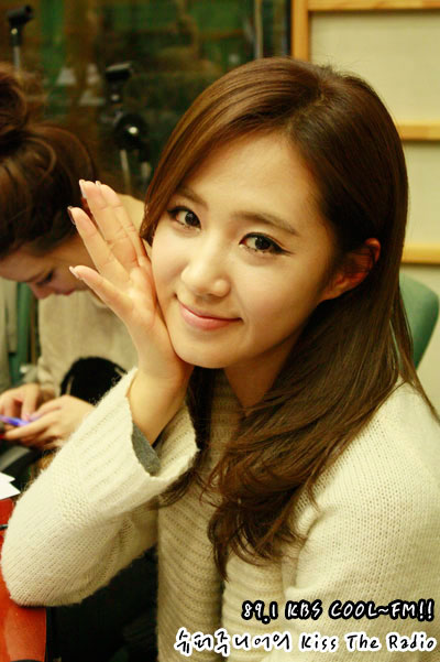 SNSD Yuri Kiss The Radio