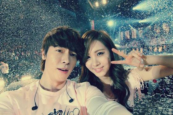 Seohyun & Donghae NYC selca