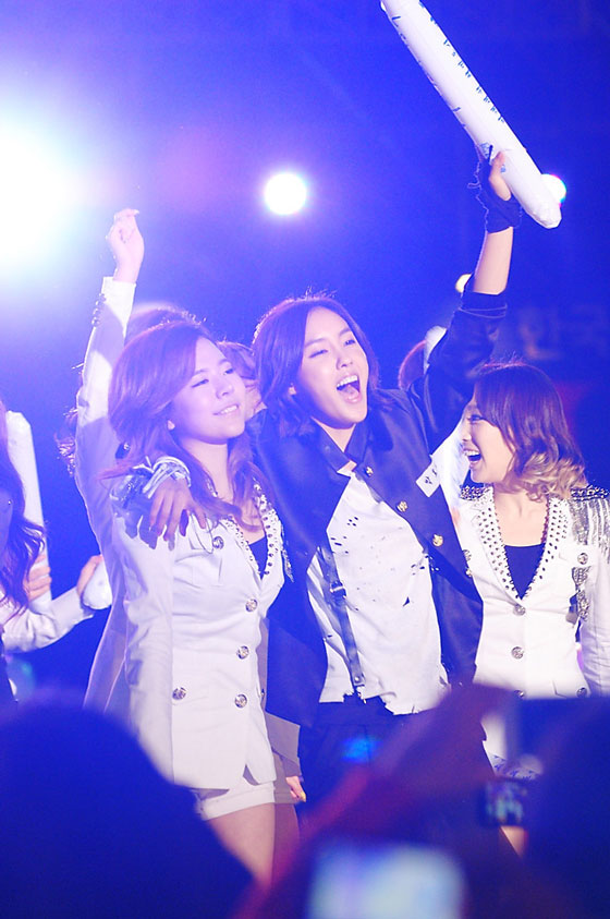 SNSD Sunny and T-ara Hyomin Hallyu Dream Concert