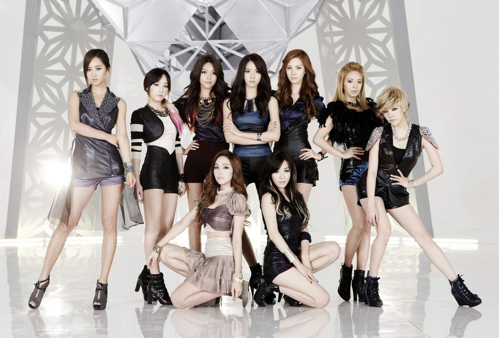 Girls Generation brings The Boys out