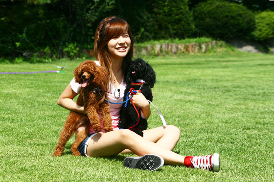 SNSD Sunny and puppies
