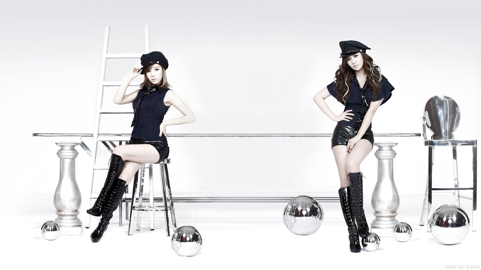 SNSD Taeyeon and Yuri Mr Taxi wallpaper