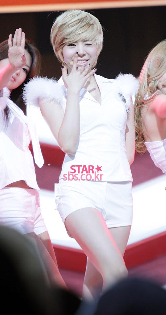 SNSD Sunny SBS Inkigayo Mr Taxi