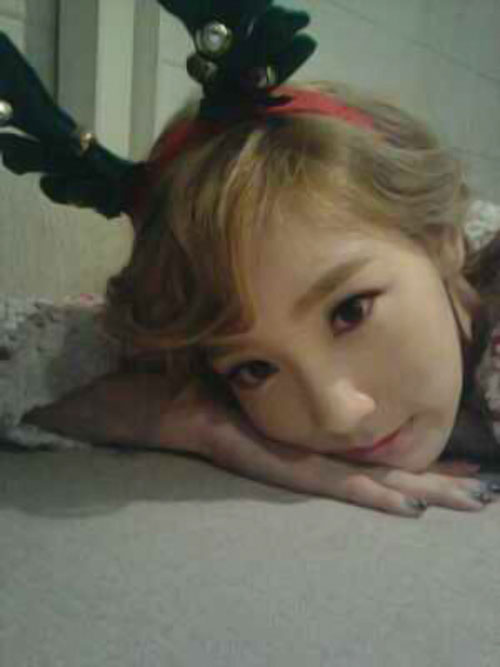 SNSD Taeyeon reindeer selca