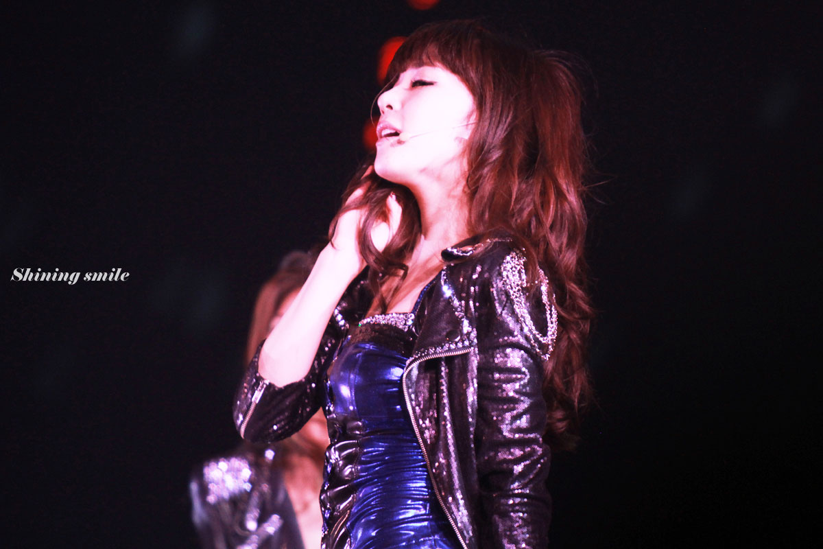 Tiffany focus @ Singapore Concert 2011