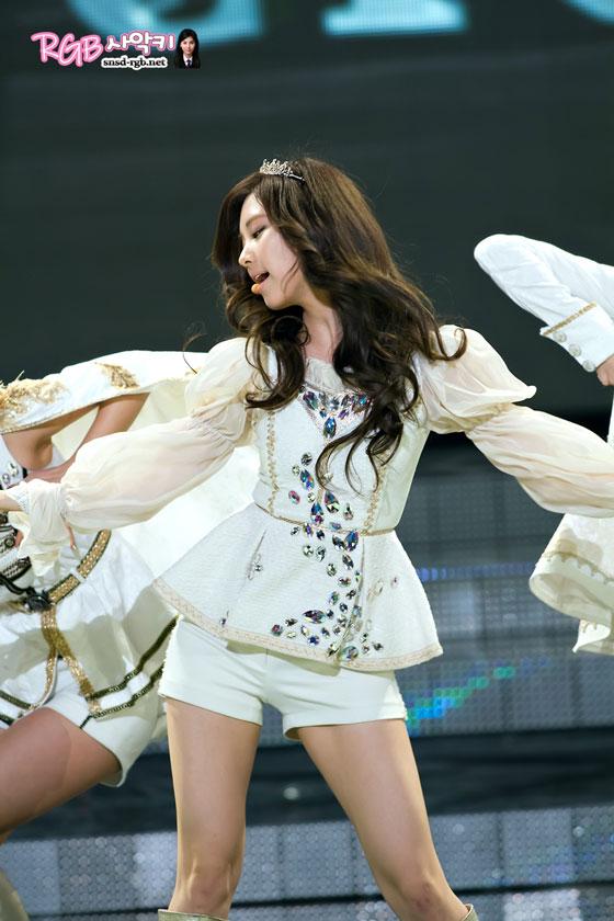 Seohyun focus @ KBS Entertainment Awards 2011