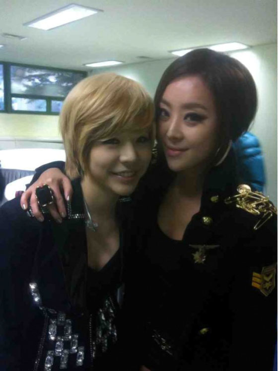 SNSD Sunny and Brown Eyed Girls Narsha selca