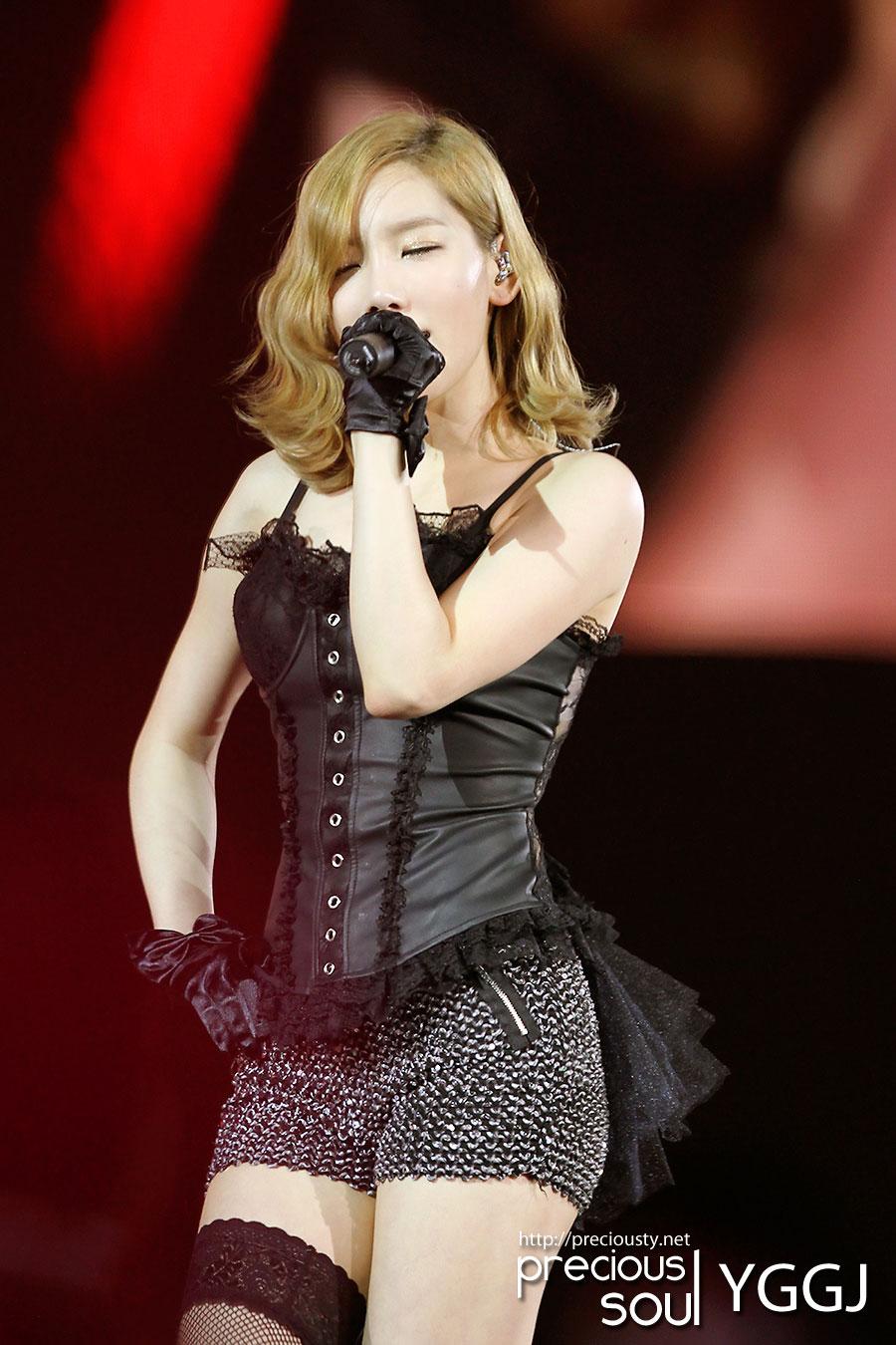 Sexy Taeyeon @ Hong Kong Concert