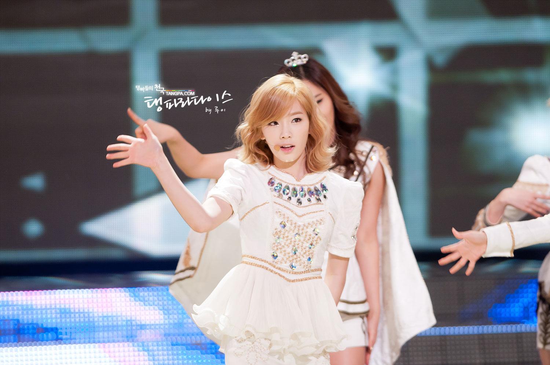 Taeyeon @ KBS Entertainment Awards 2011