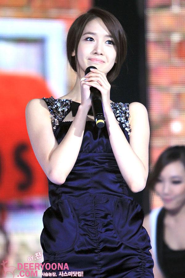 MC Yoona @ SBS Gayo Daejun 2011