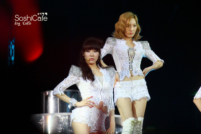 SNSD Taeyeon and Tiffany Hong Kong concert