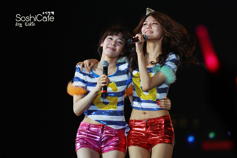 SNSD Tiffany and Sooyoung Hong Kong concert