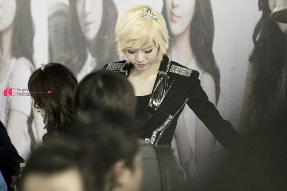 SNSD Sunny Jestina fan signing