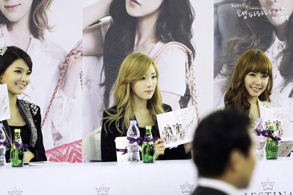 SNSD Taeyeon Jestina fan signing