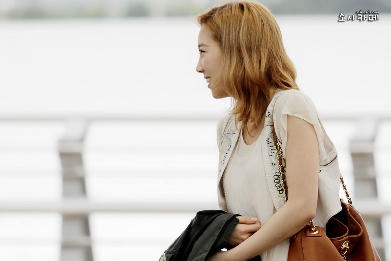 SNSD Taeyeon Incheon Airport to Los Angeles