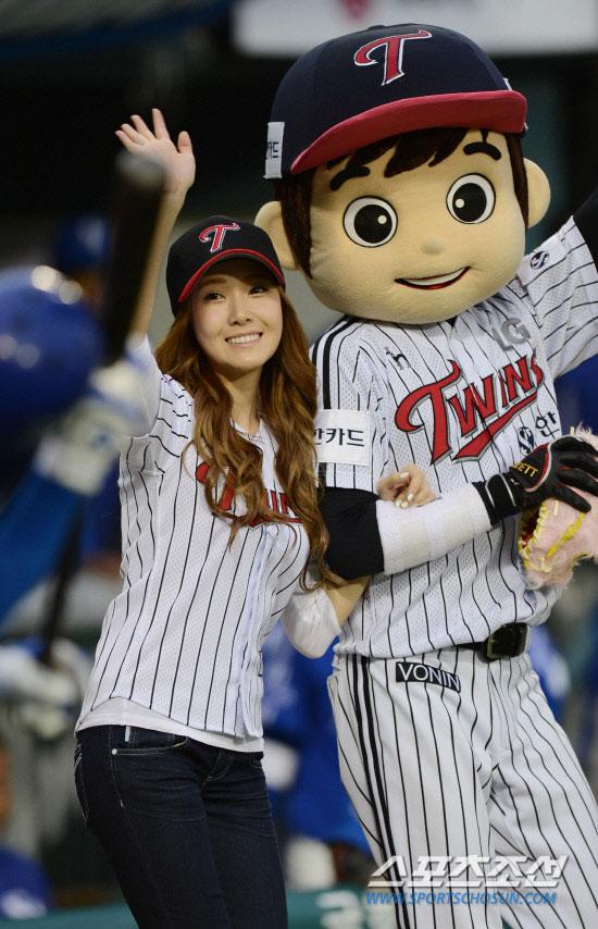 SNSD Jessica baseball game