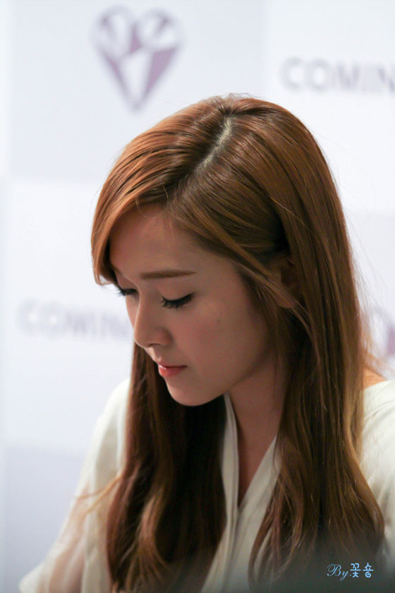 SNSD Jessica Coming Step fan signing