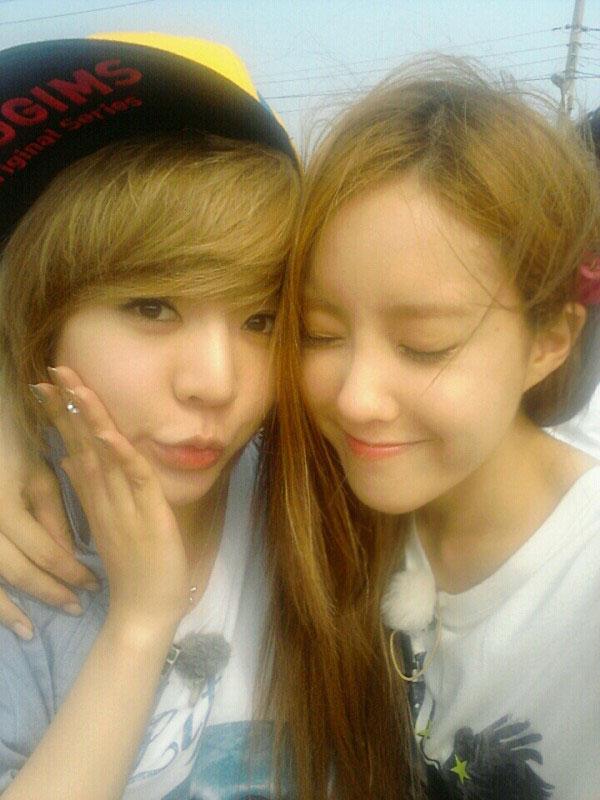 SNSD Sunny and Tara Hyomin selca