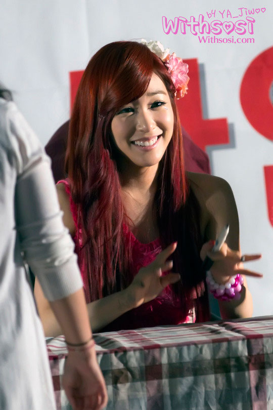 Taetiseo Tiffany fan sign event