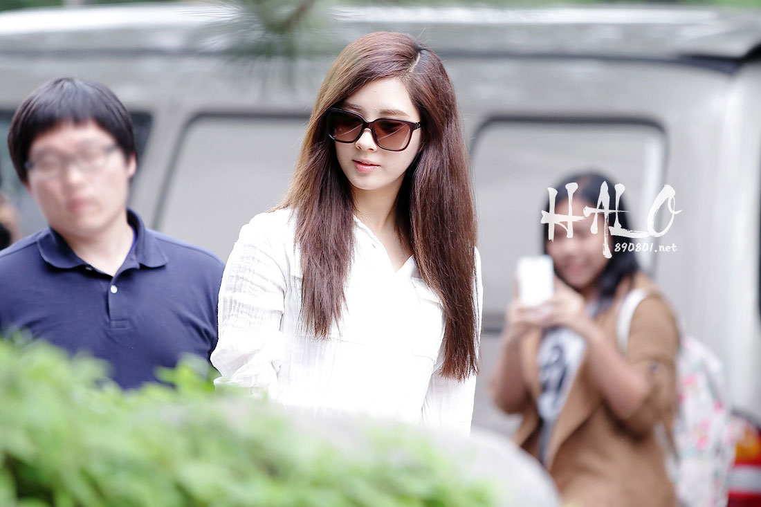 {120514} TTS @ Arriving at KBS Studio in Yeouido - Airport Fantaken. Taetiseo-music-bank-8