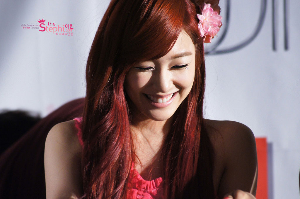 SNSD Tiffany Twinkle fan signing
