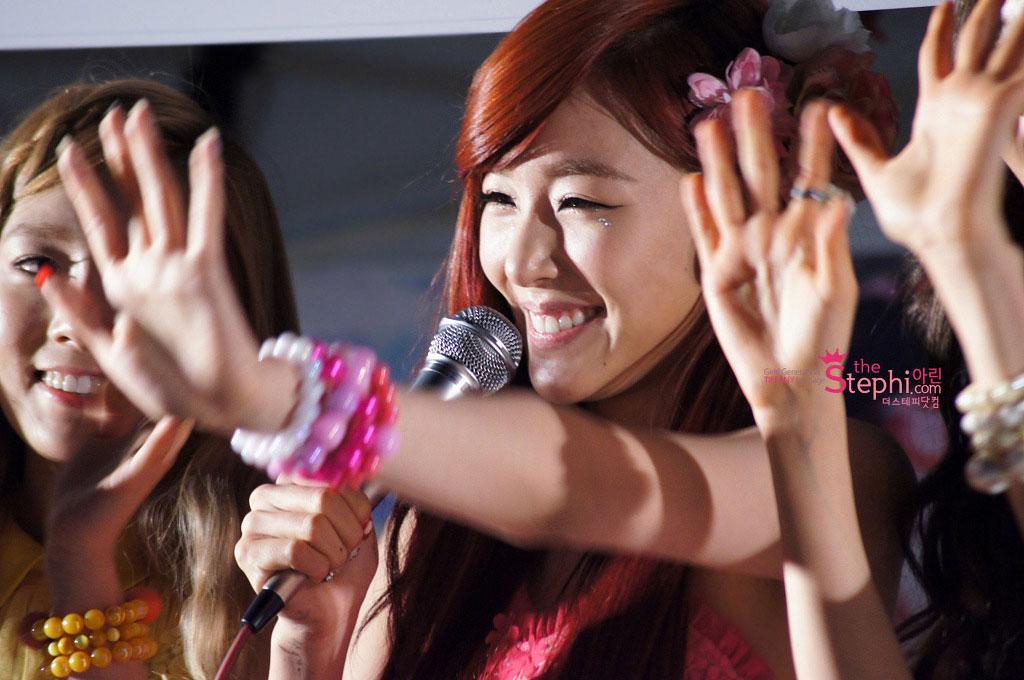 SNSD Tiffany Twinkle fan signing