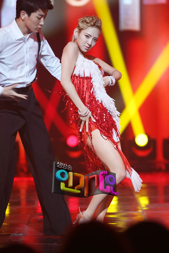 SNSD Hyoyeon SBS Inkigayo dance performance