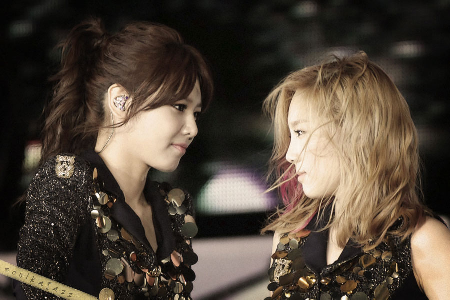 SNSD Taeyeon Sooyoung SMTown Live Tour in Taiwan 2012