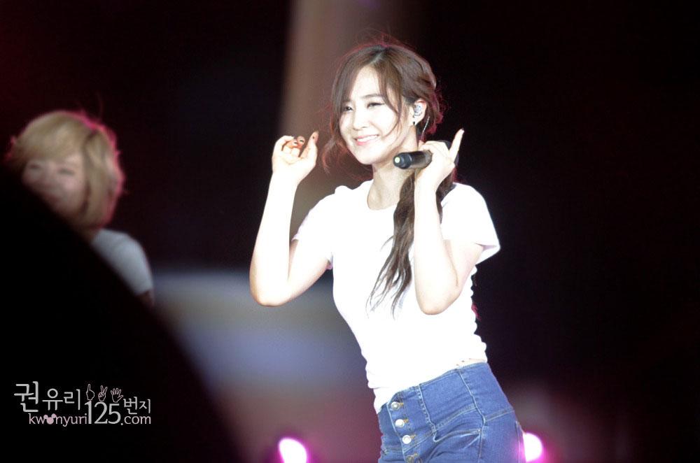 Yuri focus @ SMTown Live in Taiwan 2012