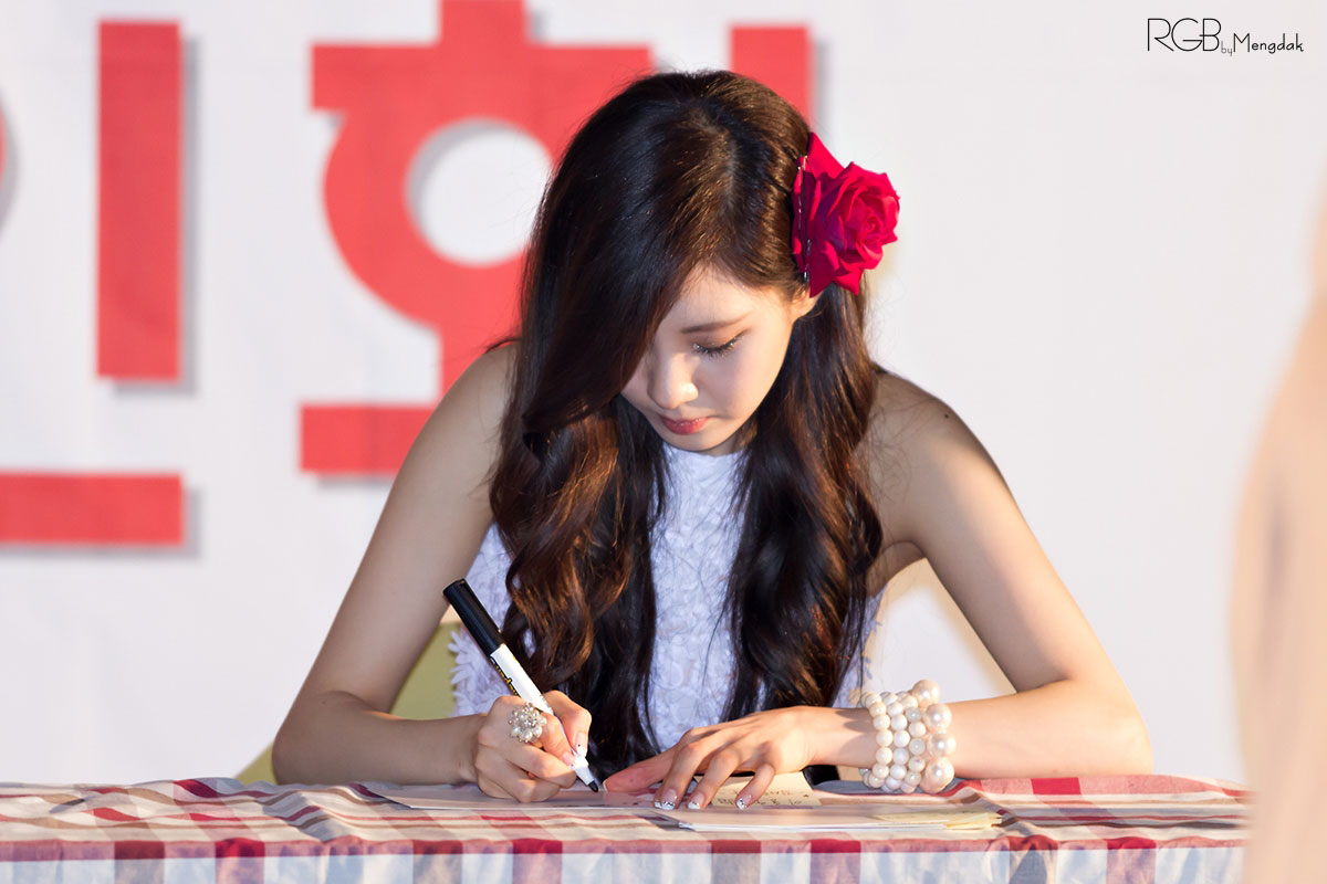 SNSD Seohyun Twinkle fan signing event