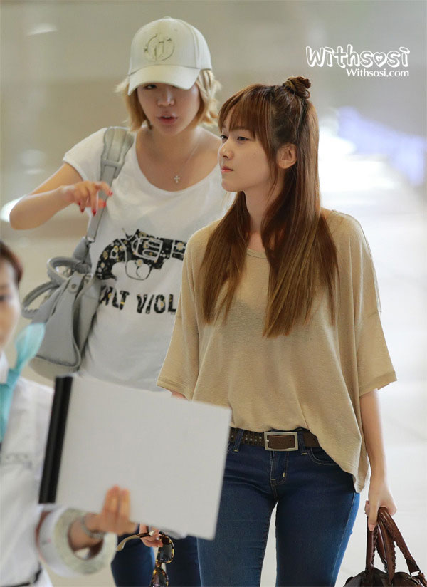 SNSD Jessica and Sunny Gimpo Airport