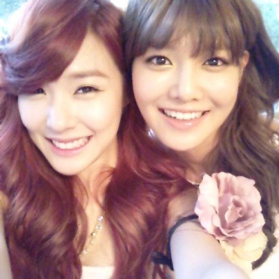 Sooyoung & Tiffany UFO selca