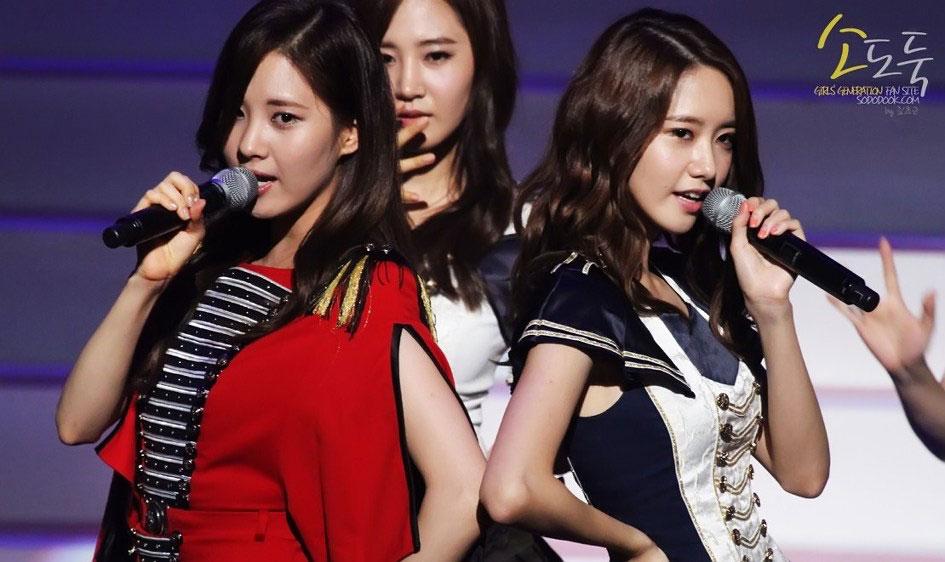 SNSD Seohyun Yoona Look Concert