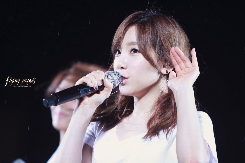 SNSD Taeyeon SMTown Seoul Concert 2012
