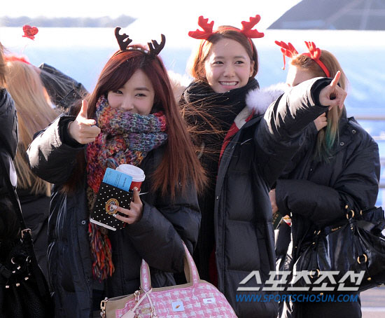 Snsd Tiffany Yoona Airport Christmas fashion