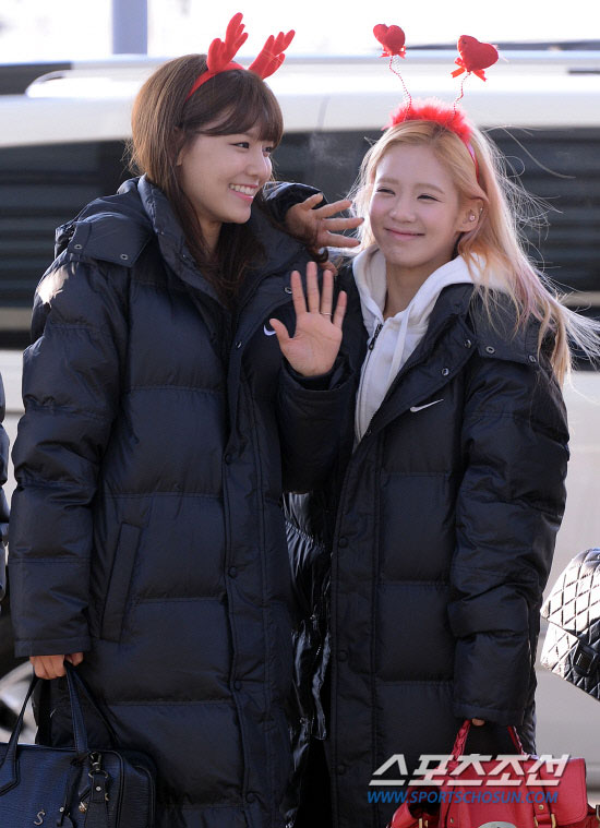 Snsd Sooyoung Hyoyeon Airport Christmas fashion