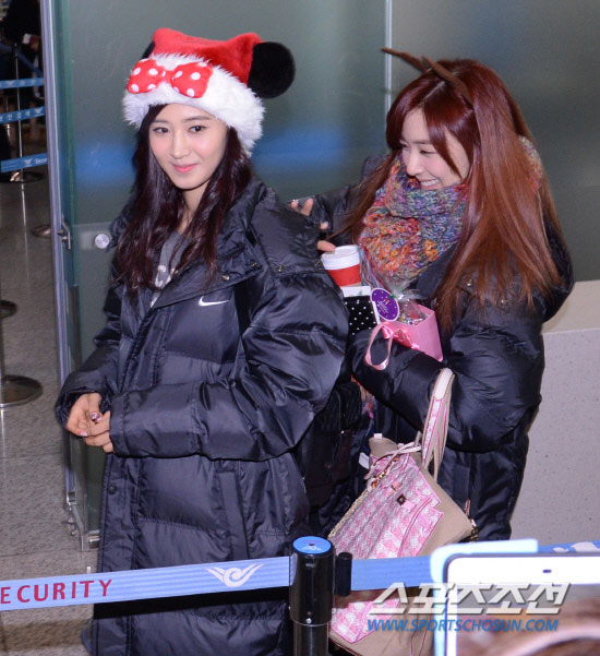 Snsd Yuri Sooyoung Airport Christmas fashion