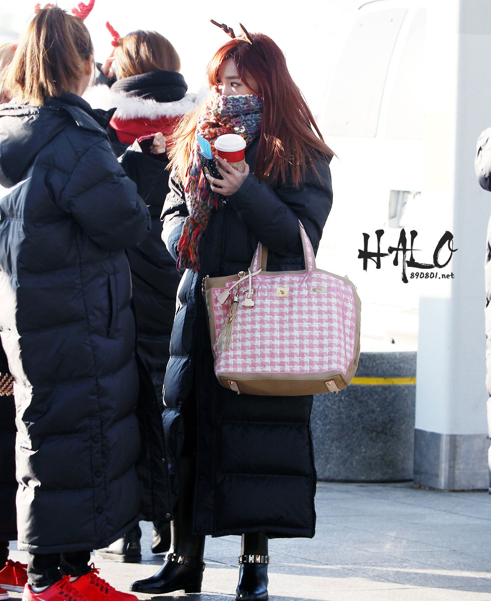 Snsd Tiffany airport Christmas fashion